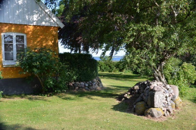Sommerhus på Bogø med masseraf vandudsigt